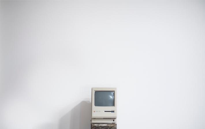 WannaCry fidye yazılımı saldırısında hedeflenen eski bilgisayar sistemlerine benzer eski bir bilgisayar