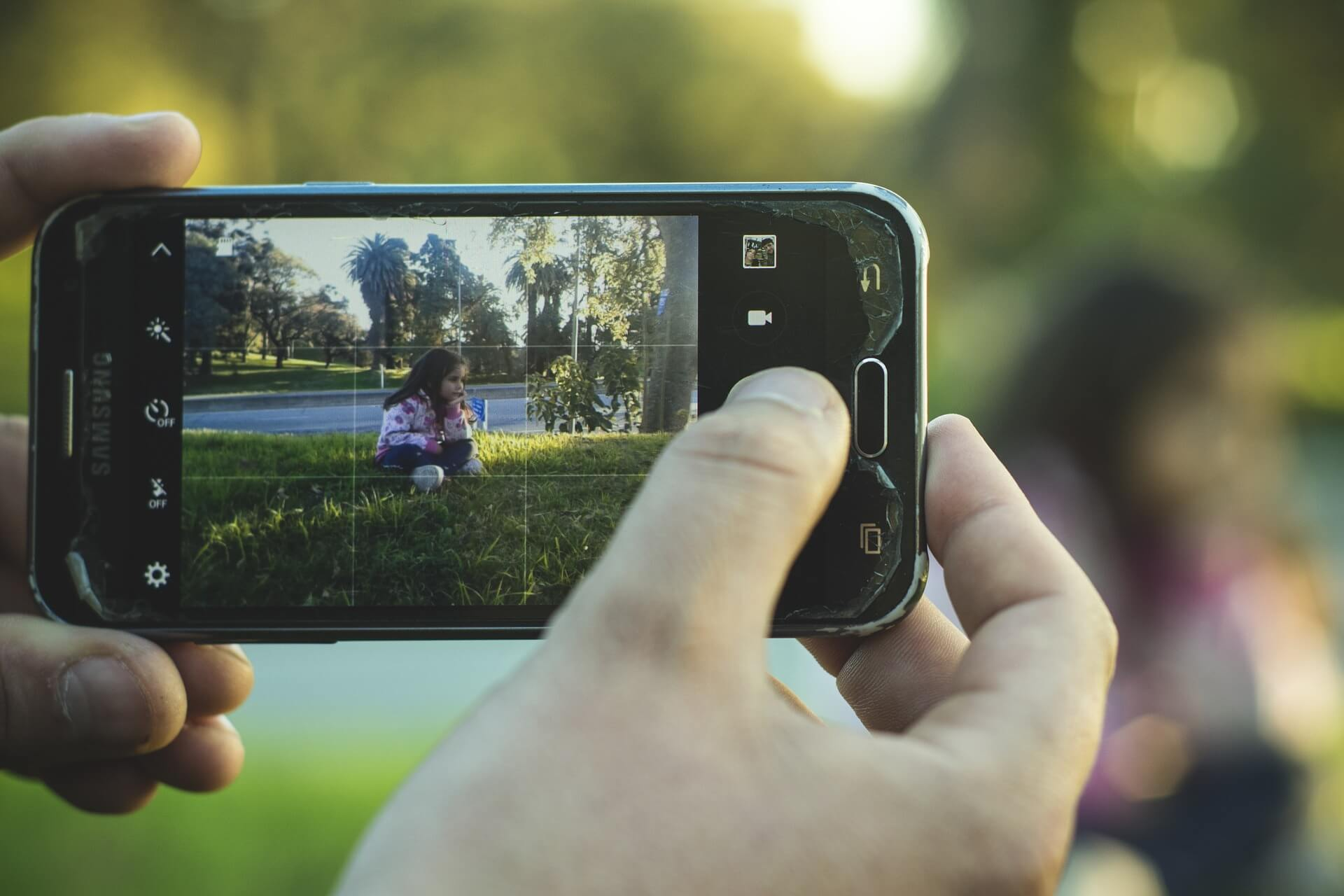 content/tr-tr/images/repository/isc/2020/is-it-safe-to-post-photos-of-your-kids-online.jpg